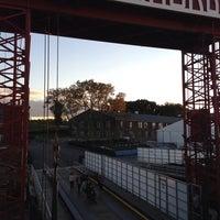 Das Foto wurde bei Governors Island Ferry - Soissons Dock Terminal von Carolyn M. am 9/22/2013 aufgenommen