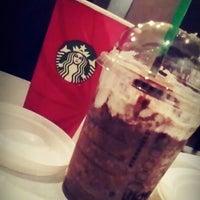 Снимок сделан в Starbucks пользователем M ✌. 12/18/2014