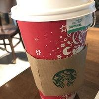 Photo taken at Starbucks by Hiroshi ♛ on 12/1/2016