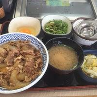 Photo taken at Yoshinoya by Masa F. on 6/12/2016