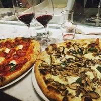 Das Foto wurde bei Babbo Pizzeria von Anna M. am 10/11/2015 aufgenommen