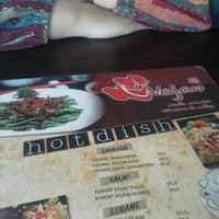 Photo taken at Wajan Oriental Cuisine by Apit D. on 9/8/2013