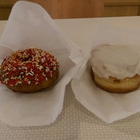 Photo taken at Cardigan Donuts by Xmodem R. on 5/11/2017