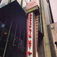 Foto tirada no(a) Junior's Restaurant & Bakery por Robin H. em 5/6/2013