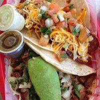 Das Foto wurde bei Torchy's Tacos von Chris V. am 6/10/2013 aufgenommen