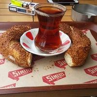 Photo taken at Simitçi Dünyası by Murat Çetin on 4/26/2015