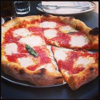 Foto tirada no(a) Pizzeria Delfina por Sam S. em 4/28/2013