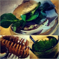 Photo prise au Shiso Burger par Anh P. le9/10/2013