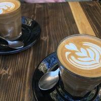 Foto tomada en Double Shot Coffee Shop por Emily W. el 4/30/2017
