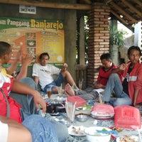 Photo taken at Ayam Panggang Banjarejo by wahyu a. on 11/3/2014