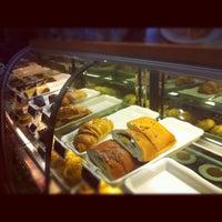 Photo taken at Starbucks by Enzo Z. on 5/20/2013