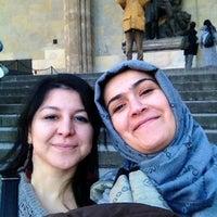 Das Foto wurde bei Löwen an der Residenz von Vahide Y. am 12/16/2013 aufgenommen