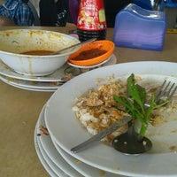 Photo taken at Restoran Nelayan Terapung Ujung Batu by zulkifli s. on 4/27/2013