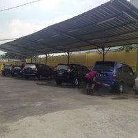 Photo taken at Lomo Car Wash by LOMO Carwash 24 Jam Jakarta on 6/28/2014