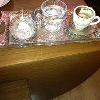 6/14/2013 tarihinde arasto j.ziyaretçi tarafından Robert's Coffee'de çekilen fotoğraf