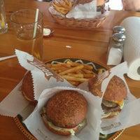 6/11/2013 tarihinde Semra G.ziyaretçi tarafından Route Burger House'de çekilen fotoğraf