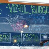 Foto tirada no(a) Vinil Burger por Tati T. em 10/26/2013