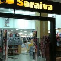 Foto tirada no(a) Saraiva MegaStore por Caroline M. em 2/5/2014