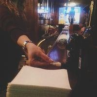 2/26/2013 tarihinde Steven David B.ziyaretçi tarafından Rocky's Bar & Grill'de çekilen fotoğraf