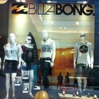 Foto tirada no(a) Billabong Store por su08 em 3/11/2013
