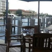 Foto tirada no(a) Bimini Boatyard Bar & Grill por Raul R. em 5/26/2013