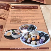 Photo taken at Fresh Nation Desserts 糖仁街 by Alice X. on 9/13/2017