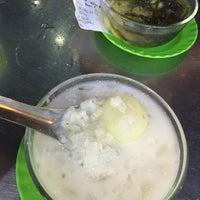 Photo taken at Chè Thanh Tâm 稱心甜品店 by Amy C. on 8/16/2016