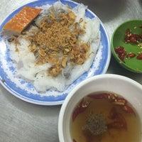 Photo taken at Bánh Cuốn 14 Bảo Khánh by Amy C. on 6/26/2016