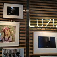 รูปภาพถ่ายที่ La Xina & Luzia โดย Paula M. เมื่อ 7/5/2013