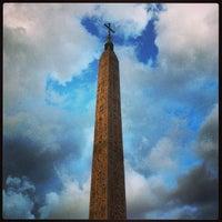 Foto tomada en Piazza del Popolo por Arlen V. el 5/25/2013
