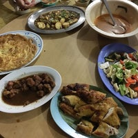 Photo taken at Restaurant Kg. Kulim by Agnes Y. on 11/24/2016