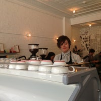 5/19/2013 tarihinde Omar A.ziyaretçi tarafından Intelligentsia Coffee Bar'de çekilen fotoğraf