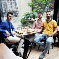 Das Foto wurde bei Ali's Fırın&Cafe von Mehmet Can S. am 7/24/2017 aufgenommen