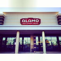 รูปภาพถ่ายที่ Alamo Drafthouse One Loudoun โดย Woodrow S. เมื่อ 10/22/2013