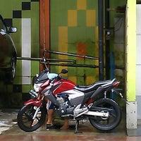 Photo taken at SIKHAR MOTOR & KARAOKE by Rizky A. on 10/25/2012