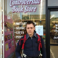 Снимок сделан в Controversial Book Store пользователем kimberley🌟💫 2/14/2013