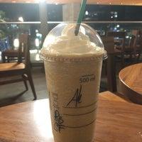 Снимок сделан в Starbucks пользователем Alejandra C. 4/30/2018