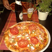 Foto scattata a Capri Pizzeria da Zita K. il 5/15/2014