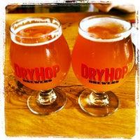 รูปภาพถ่ายที่ DryHop Brewers โดย Katie C. เมื่อ 6/22/2013
