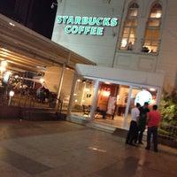 Photo taken at Starbucks by Siyamet Y. on 8/29/2013