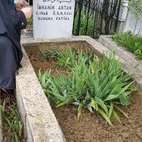Das Foto wurde bei Altınşehir Mezarlığı von Fatma Serdar T. am 3/15/2015 aufgenommen