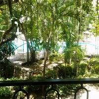Foto tomada en Hotel Camino Real por Sam B. el 6/16/2013