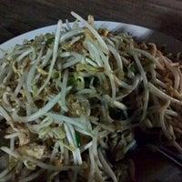 Photo taken at ร้านผัดไทโพธาราม สาขา 2 by Juu W. on 5/31/2014