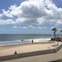 Foto tirada no(a) Praia de Carcavelos por Diogo C. em 5/29/2013