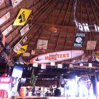 Foto tomada en Hooters por Mack R. el 9/14/2012