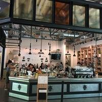 Foto tirada no(a) La Marzocco Cafe por Myra K. em 6/6/2017