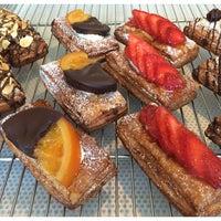 Foto tirada no(a) Fuji Bakery por Myra K. em 5/19/2014