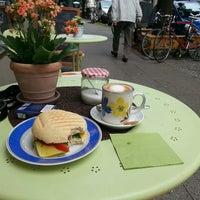 8/20/2013 tarihinde Micha E.ziyaretçi tarafından Café Jule'de çekilen fotoğraf