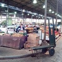 Foto tirada no(a) Mercado Municipal Kinjo Yamato por Natan A. em 7/12/2013