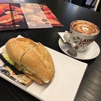 Foto tomada en Tejeringo's Coffee por Tatyana R. el 9/3/2017
